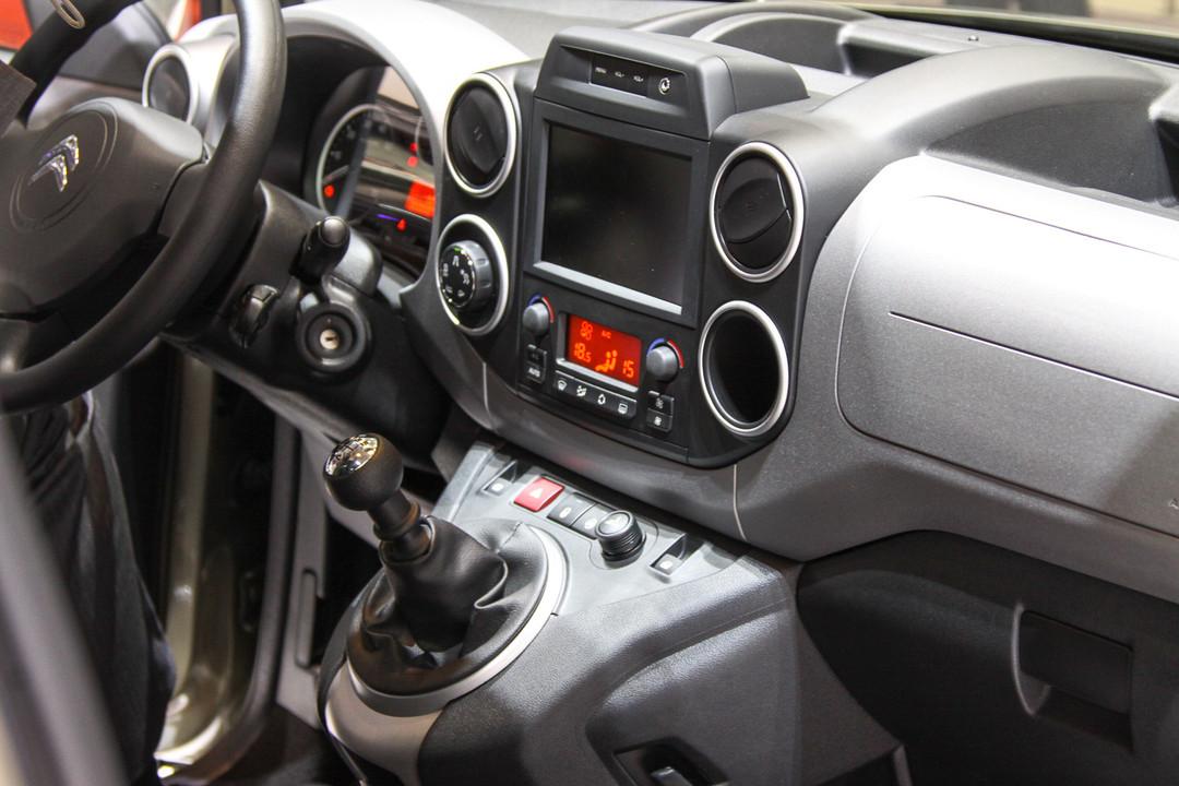 Сначала о хорошо знакомом традиционном Citroen Berlingo. Зарекомендовавший  себя французский автомобиль 80c0af3c20522